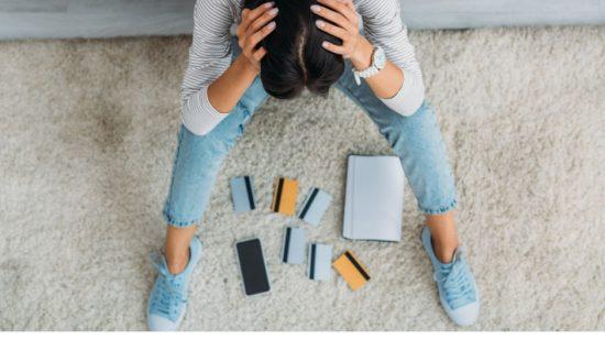 8 hábitos ruins que destroem as suas finanças